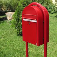 Bobi Classic Red freestanding postbox